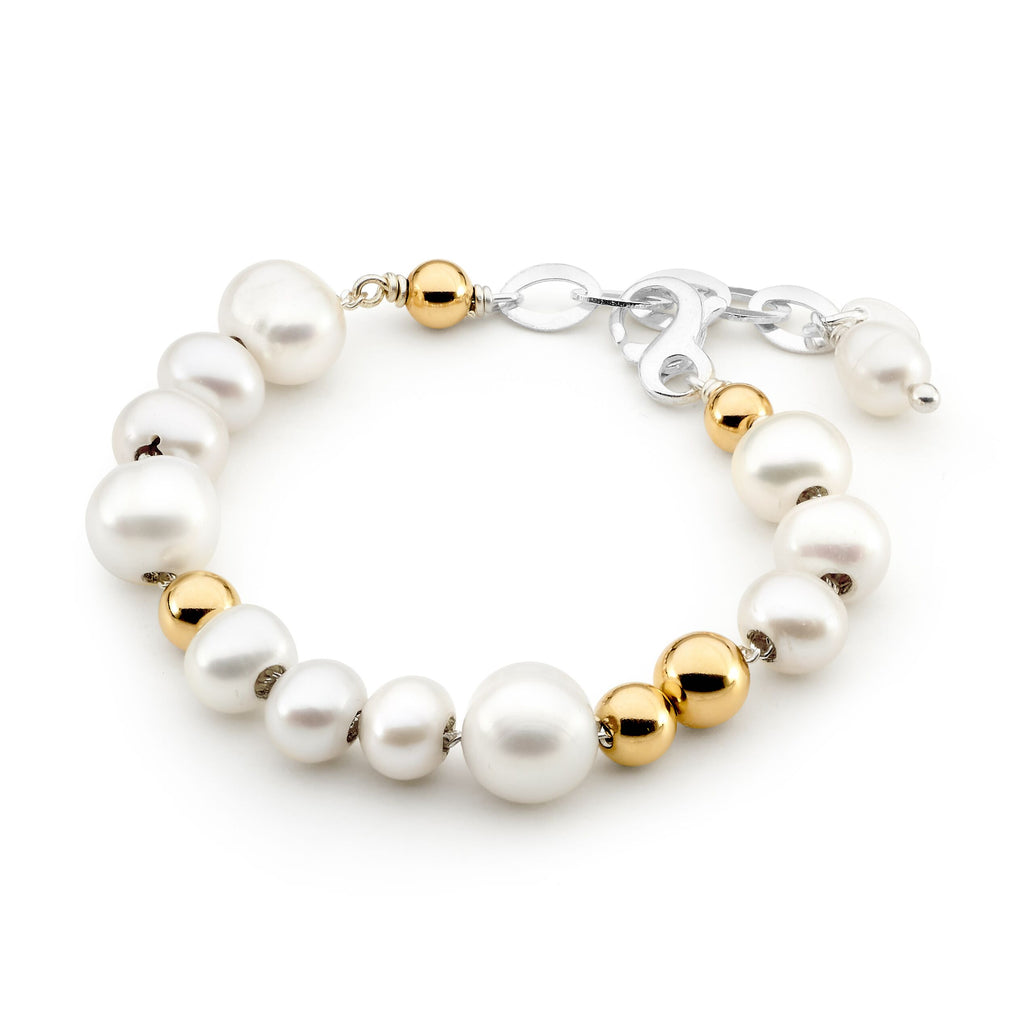 Image of Leoni & Vonk pearl and gold bracelet on a white background