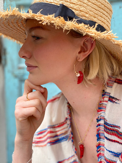 Model wearing Leoni & Vonk Frida large hoop earrings, straw hat and red and white kimono