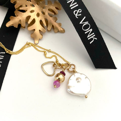 Leoni & Vonk keshi pearl charm necklace near a Christmas decoration and Leoni & Vonk ribbon