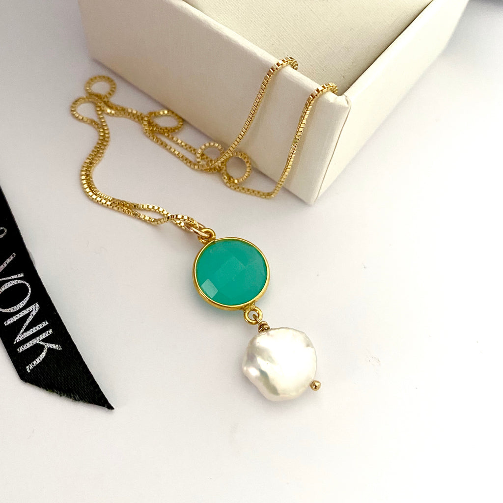Leoni & Vonk Peruvian Chalcedony and keshi pearl neckalce photographed near a Leoni & Vonk box