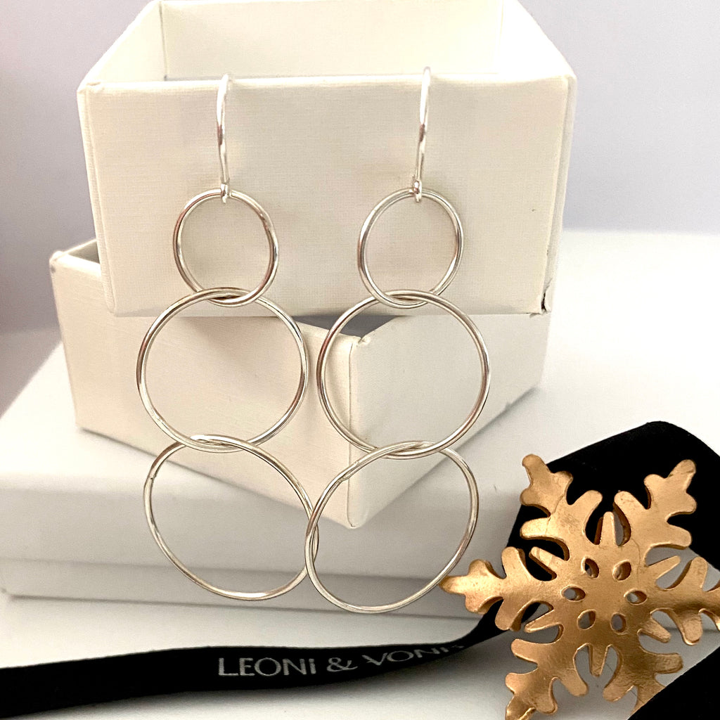 Leoni & Vonk sterling silver 3 ring earrings with a Christmas decoration and Leoni & Vonk ribbon