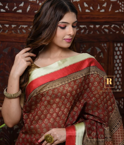 Know What Makes Cotton Handloom Sarees Famous Among Women