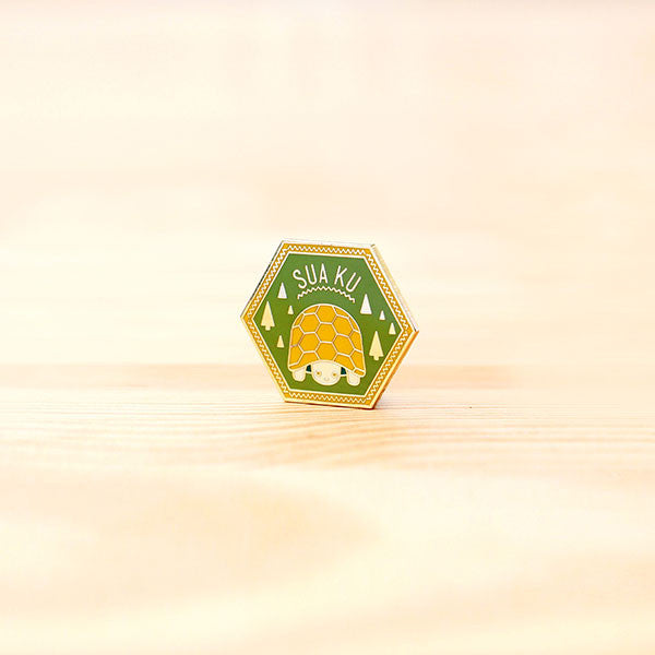 Strangely Singaporean Pin – Suaku