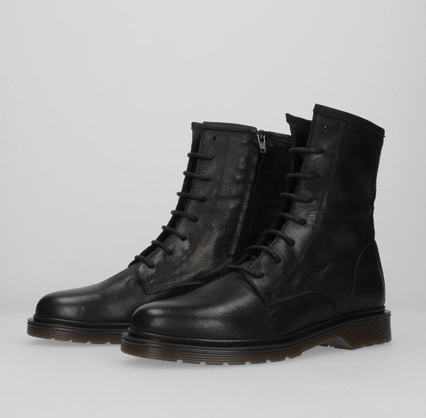 Stiu Lace Up Boot Black