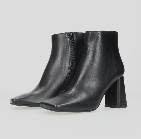 Stiù Squared Ankle Boot Black Leather 951