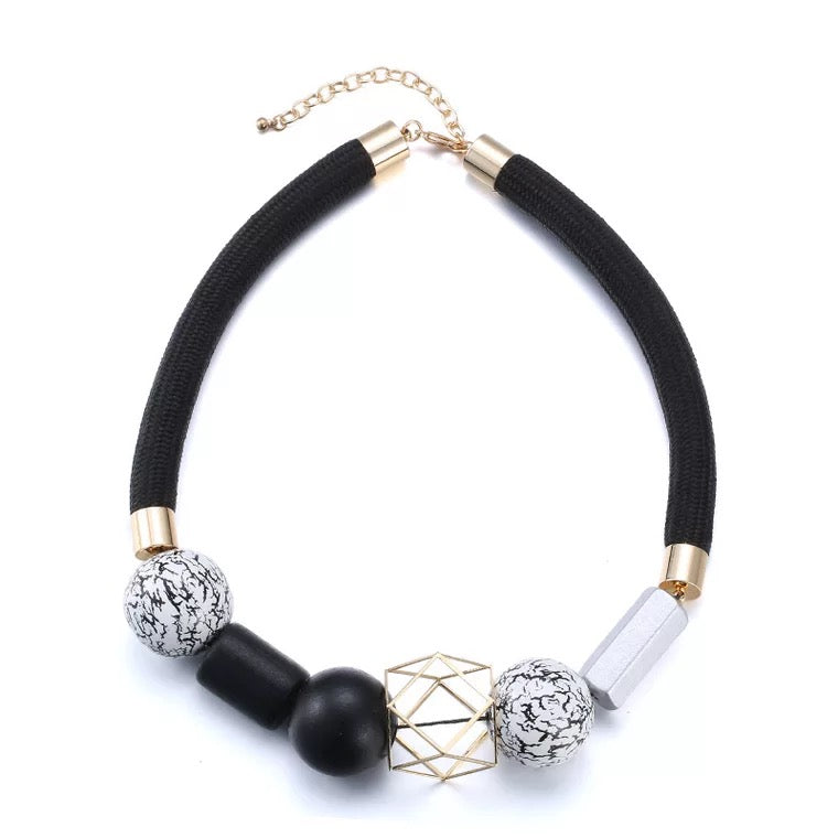 Millia Luxe Geometric Necklace (Limited Edition)
