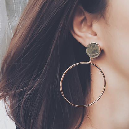 BACK IN STOCK: Minimalist Hoop Earrings in Silver