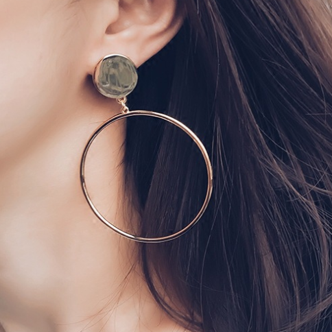 Minimalist Hoop Earrings in Gold