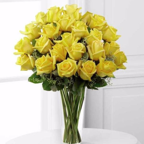 Nothing speaks of love so much as a bouquet of beautiful 24 long stem yellow roses. This bouquet is a gift to her heart from yours. Toronto Online Flower Delivery Service for Luxury Roses providing free delivery in the greater Toronto area for Birthdays, Anniversary, New baby, Weddings, Mother's Day and Valentines day