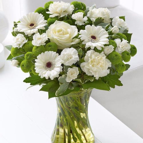 Welcome the new arrival in style with this beautiful hand tied fresh flowers. With this gift we've opted for natural elegance and simplicity, choosing stunning yet understated shades of cream, ivory and white, so it's the perfect choice to celebrate a new baby boy or baby girl. Toronto Online Flower Delivery Service for Luxury Roses providing free delivery in the greater Toronto area for Birthdays, Anniversary, New baby, Weddings, Mother's Day and Valentines day