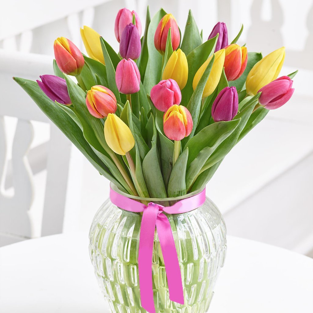 SAME DAY DELIVERY - VALENTINE BOUQUET: STARBURST WITH FREE VASE!