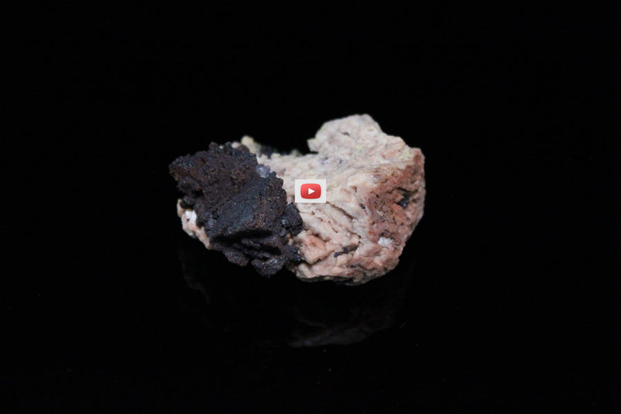Siderite replaced by Hematite and Fluorite on Microcline