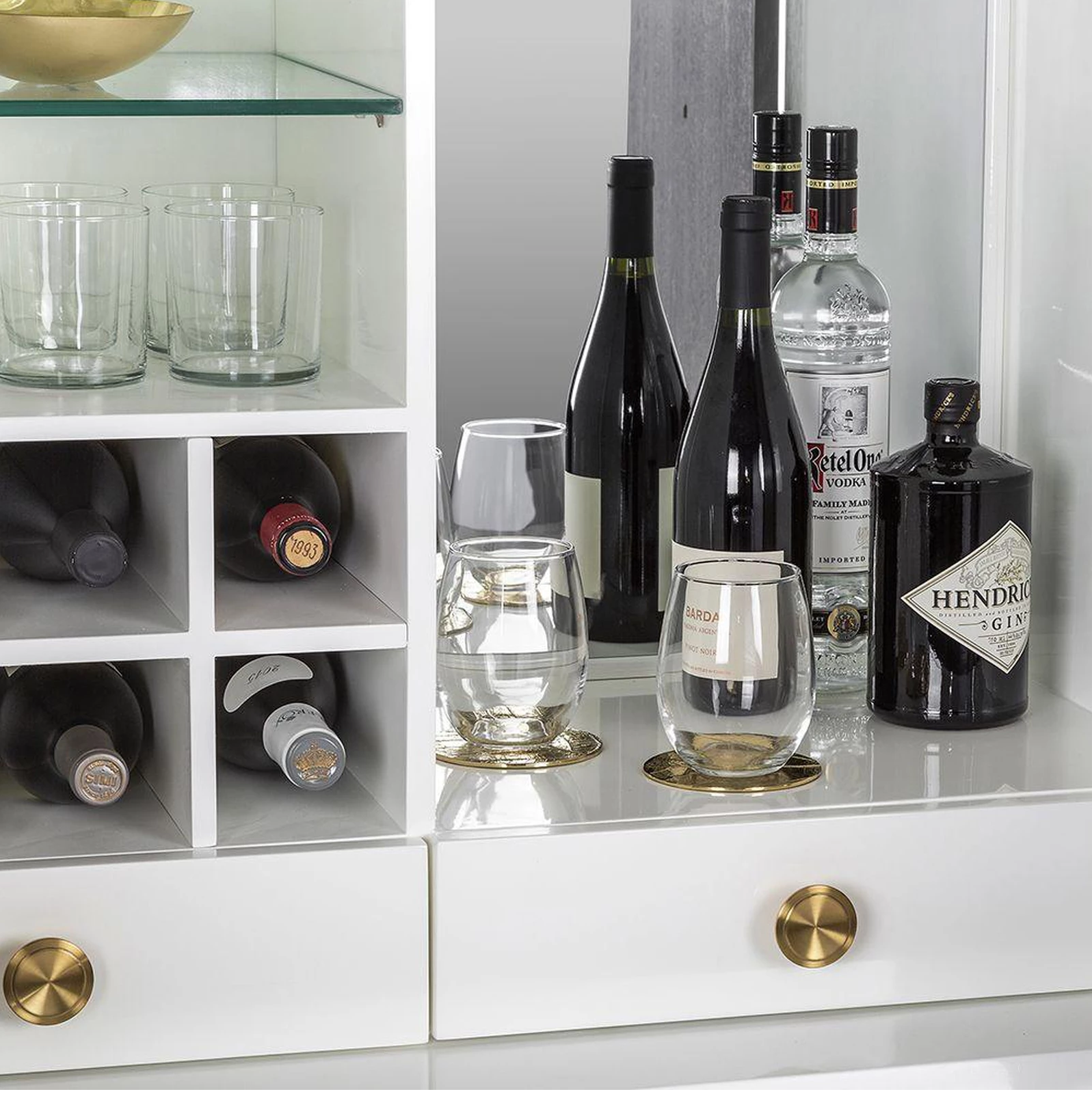 Setting Up A Home Bar? Top Bar Accessories You Should Know About