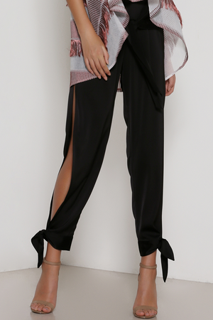 Confidence Pants Black Prem the label