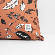 Load image into Gallery viewer, Leaf Print Cushion