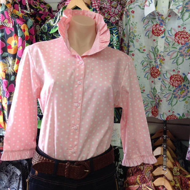 Nettie's fitted Shirt in pink with white spots