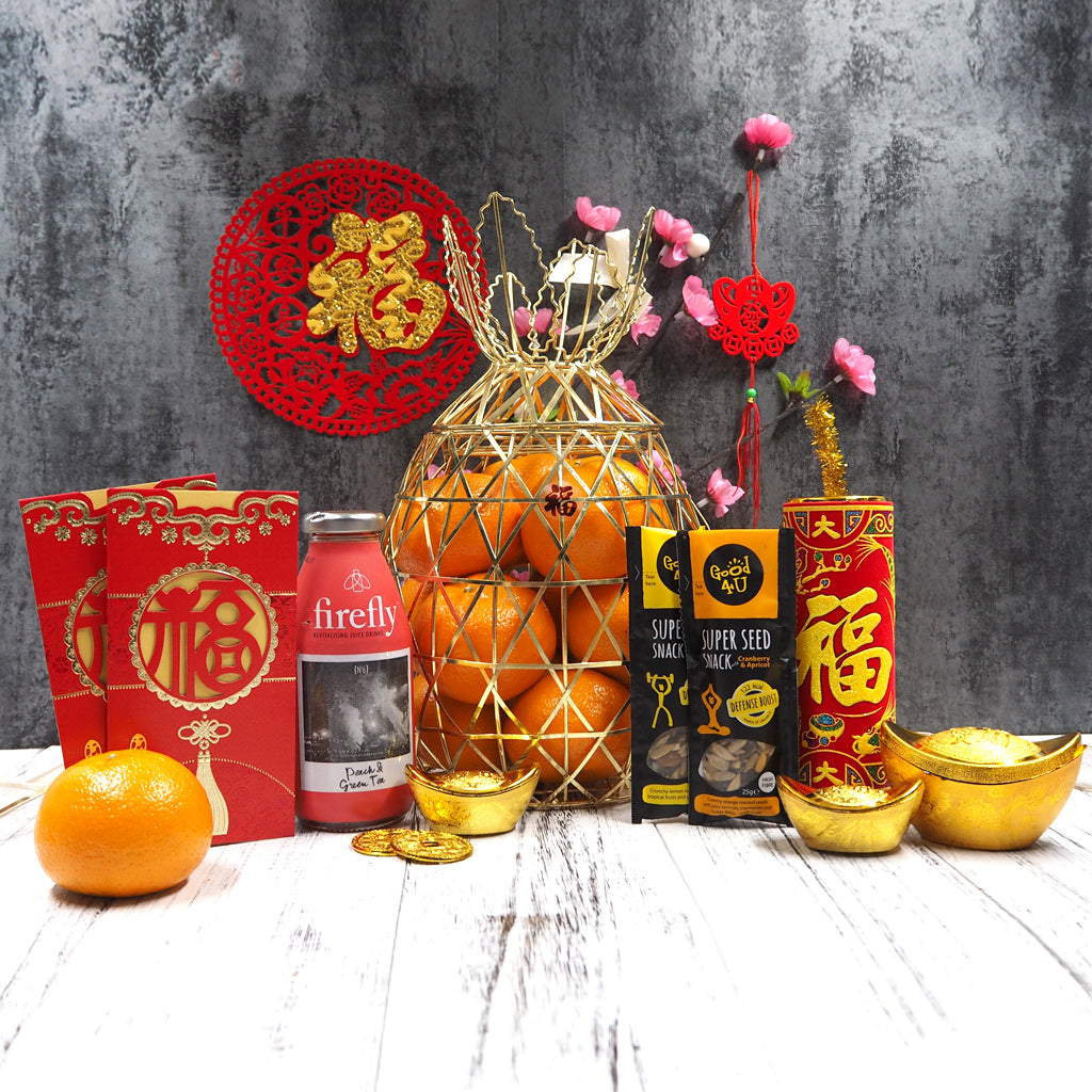 Chinese New Year Mandarin Oranges Hampers with healthy juice and nuts. Free delivery in Singapore.