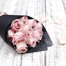Valentine's Day romantic love pink roses flower bouquet. Free delivery in Singapore.