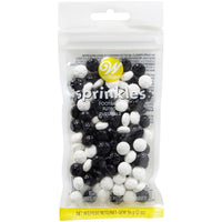 WILTON BLACK AND WHITE SOCCER BALL SPRINKLES 56G
