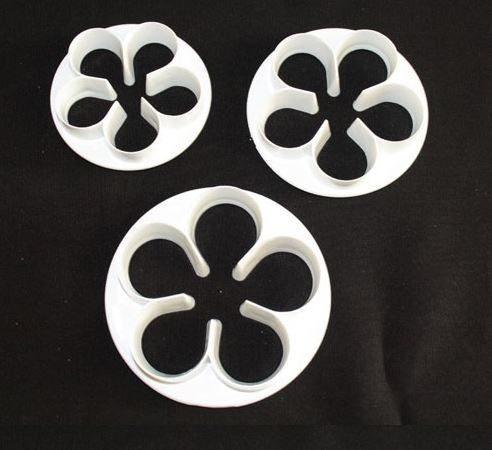 5 Petal Cutters - Large Set.  High durability plastic, easy to wash and clean and useful to any cake decorator.