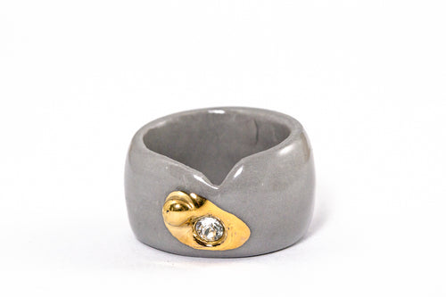 Porcelain Jewelry - Gold Plated Gray Porcelain Ring With Crystal Swarovski, Porceliano ziedas, porcelianiniai ziedai, porceliano papuosalai, keramikinis ziedas, keramikiniai papuosalai, pilkas ziedas, ranku darbo papuosalai, ranku darbo ziedas, фарфоровые украшения, фарфоровое кольцо, bague en porcelaine, bijoux en porcelaine, gioielli di porcellana, anello di porcellana, porcelāna rotaslietas