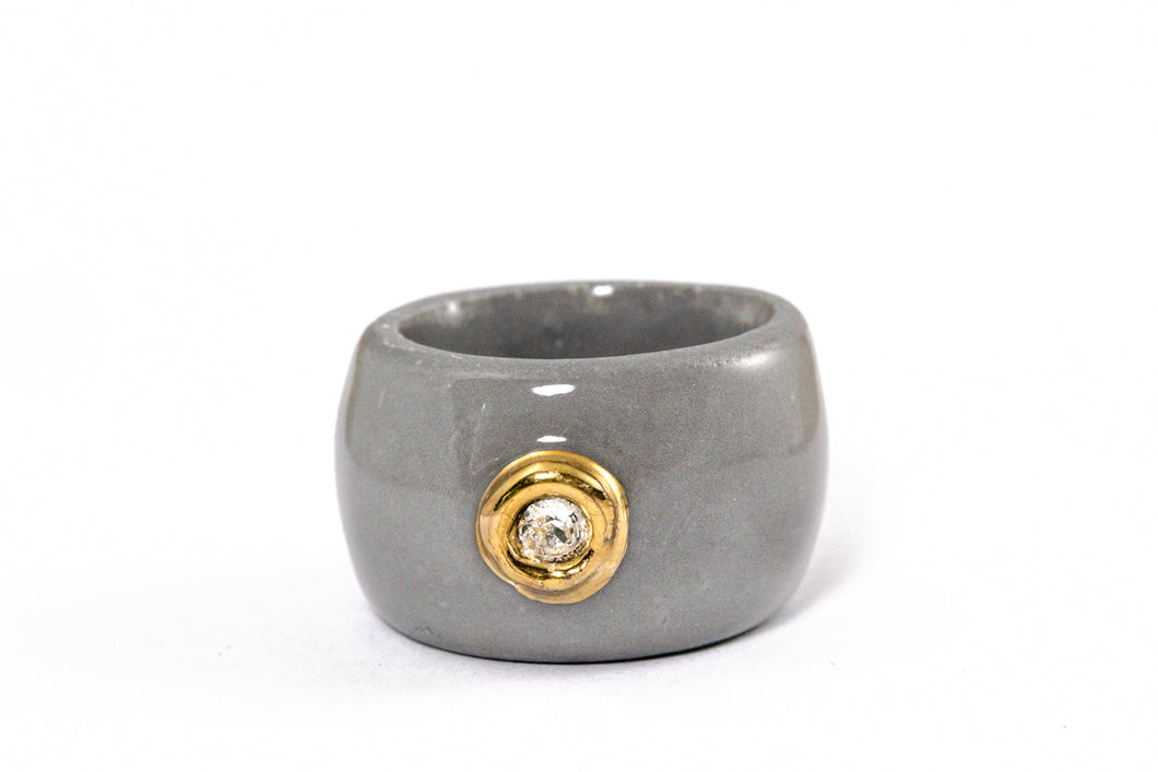 Porcelain Jewelry - Gold Plated Gray Porcelain Ring With Small Crystal Swarovski, Porceliano ziedas, porcelianiniai ziedai, porceliano papuosalai, keramikinis ziedas, keramikiniai papuosalai, pilkas ziedas, ranku darbo papuosalai, ranku darbo ziedas, фарфоровые украшения, фарфоровое кольцо, bague en porcelaine, bijoux en porcelaine, gioielli di porcellana, anello di porcellana, porcelāna rotaslietas
