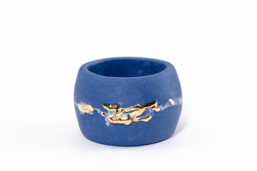 Porcelain Jewelry - Gold Plated Blue Porcelain Ring With Line, Porceliano ziedas, porcelianiniai ziedai, porceliano papuosalai, keramikinis ziedas, keramikiniai papuosalai, pilkas ziedas, ranku darbo papuosalai, ranku darbo ziedas, фарфоровые украшения, фарфоровое кольцо, bague en porcelaine, bijoux en porcelaine, gioielli di porcellana, anello di porcellana, porcelāna rotaslietas