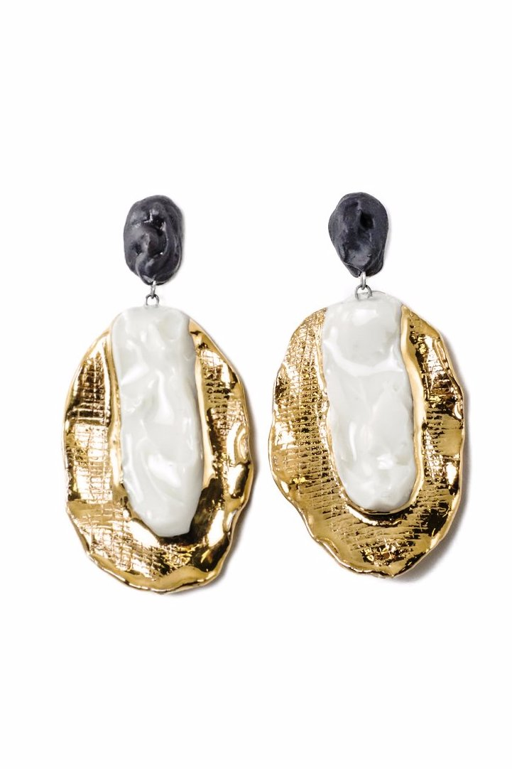 Luxury porcelain earrings with gold. Prabangūs auksiniai porceliano papuošalai. Luxury dangle ceramic earrings with gold.