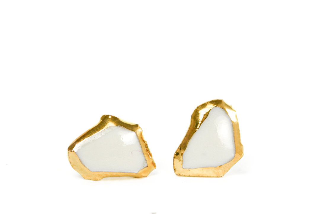 White Porcelain Earrings With Gold Edges, porcelain jewelry, white earrings, balti auskarai, auskarai iš keramikos, keramikiniai auskarai, porceliano papuošalai, auskarai iš porceliano, rankų darbo papuošalai, juvelyrika Vilniuje, papuošalai iš porceliano