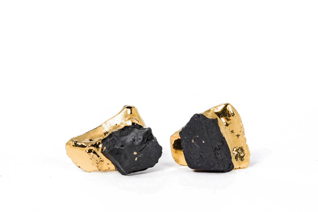 This is OOAK Handmade Porcelain Jewelry. Black Porcelain Earrings With Gold will look adorable with any outfit. Juodi porceliano auskarai dengti auksu. Keramikiniai auskarai su auksu.