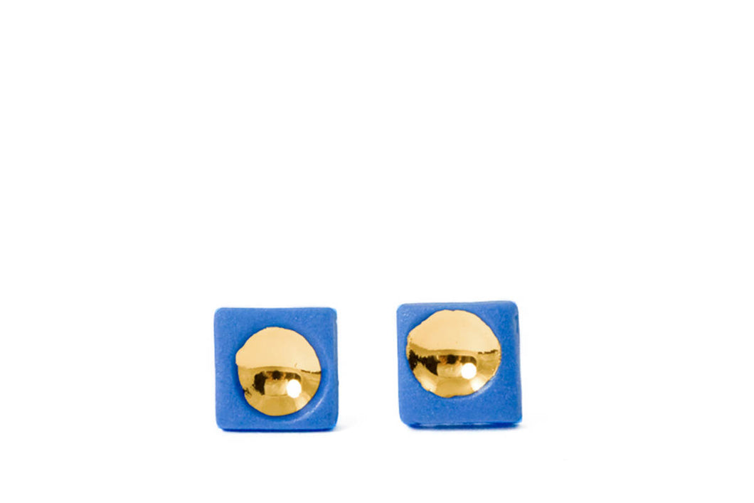 Square porcelain earrings with gold are made by famous ceramic artist FreakyFoxx. Žymios papuošalų kūrėjos Alginos Midverės porceliano auskarai dengti auksu.