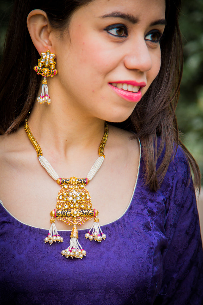 Ihita Pakha Kundan Necklace Set
