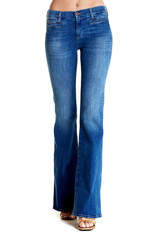 The Marrakesh by M.i.h Jeans is a flared 5-pocket jean with attitude. Fading throughout.