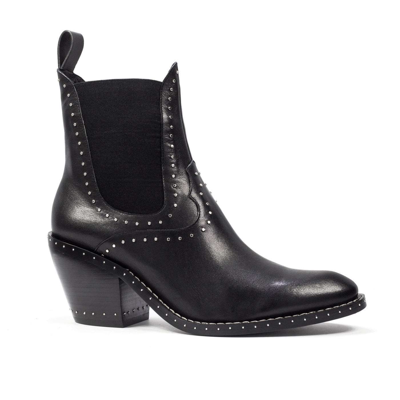 The Cetus cowboy boots with studs from Lola Cruz in leather.
