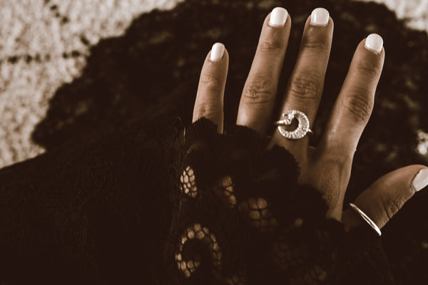 Child of the Moon Ring - Anillo en forma de luna