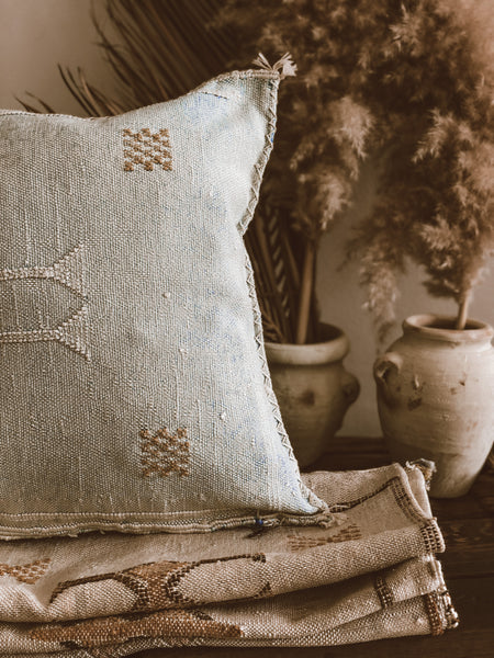 Turquesa cactus silk pillow