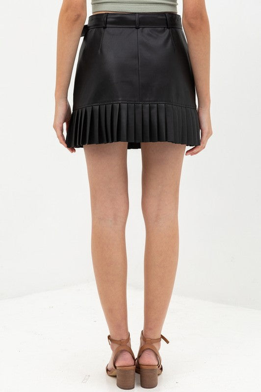 BLACK PLEATHER PLEADED SKIRT