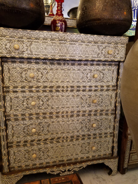 Chest of drawers inlay mother of pearl