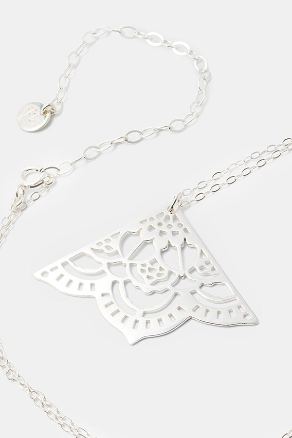 Beautiful mehndi pendant necklace: handmade silver necklace. Perfect jewelry for dressing up. Handmade silver jewelry online store.