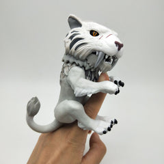Fingerlings Untamed Sabre Tooth Tiger Bonesaw
