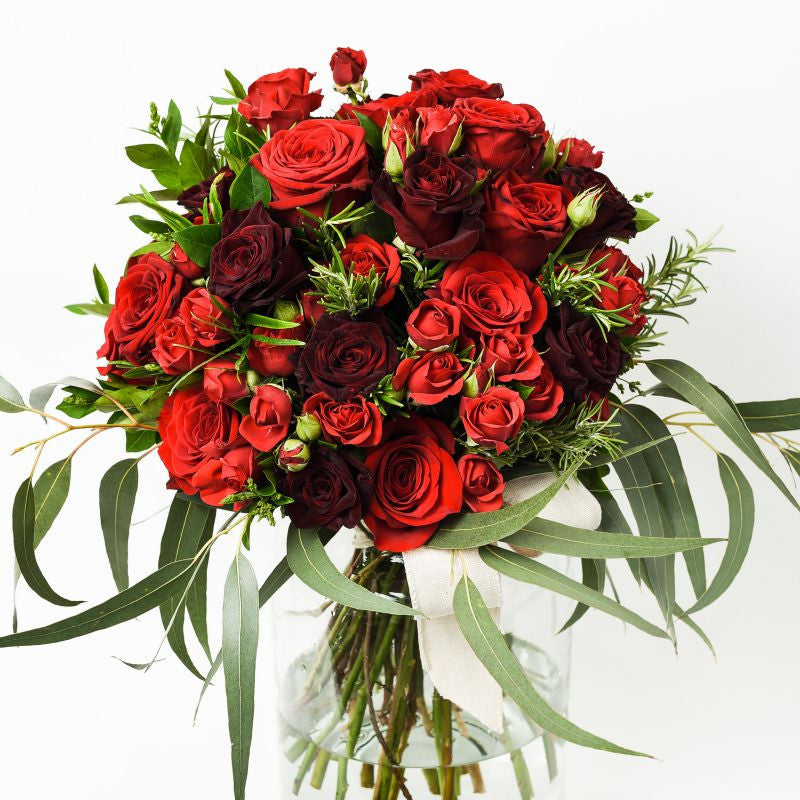 hand tied mixed red rouses bouquet