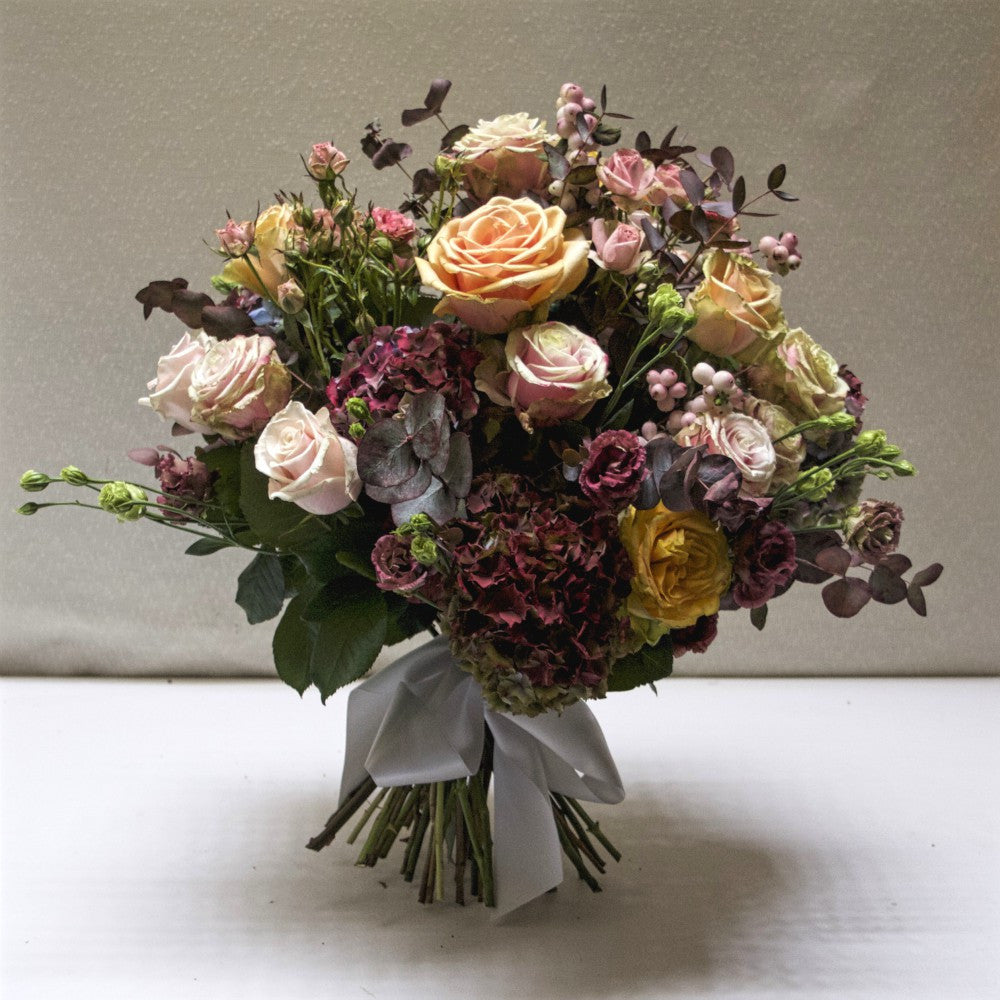 Different shades of gold, apricot and pink roses bouquet