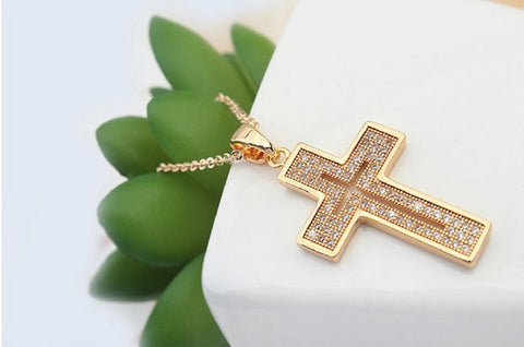 Elegant Cross Pendant Fashion Jewelry Necklace 18K Gold Plated with Sparkling CZ Gemstones