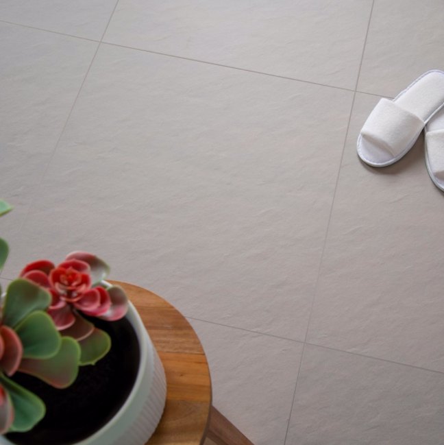 cloud-grey-600-x-600-anti-slip-tile