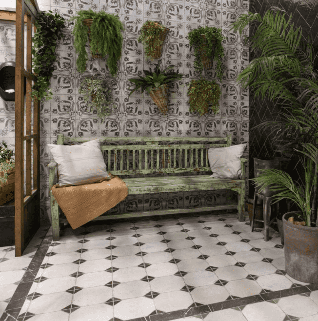xile-patterned-black-floor-and-wall-tiles