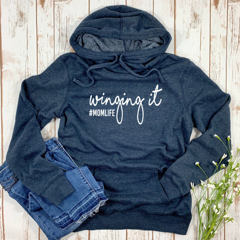 WINGING IT #MOMLIFE WOMENS FLEECE HOODIE SWEATSHIRT