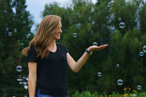 happy-woman-playing-with-bubbles-momental-nootropics