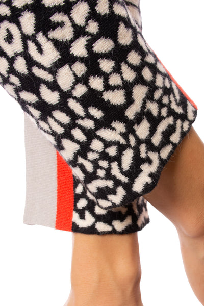 To The Loyal - Color Block Cheetah Sweater (TMK1045, Black) alt view 2