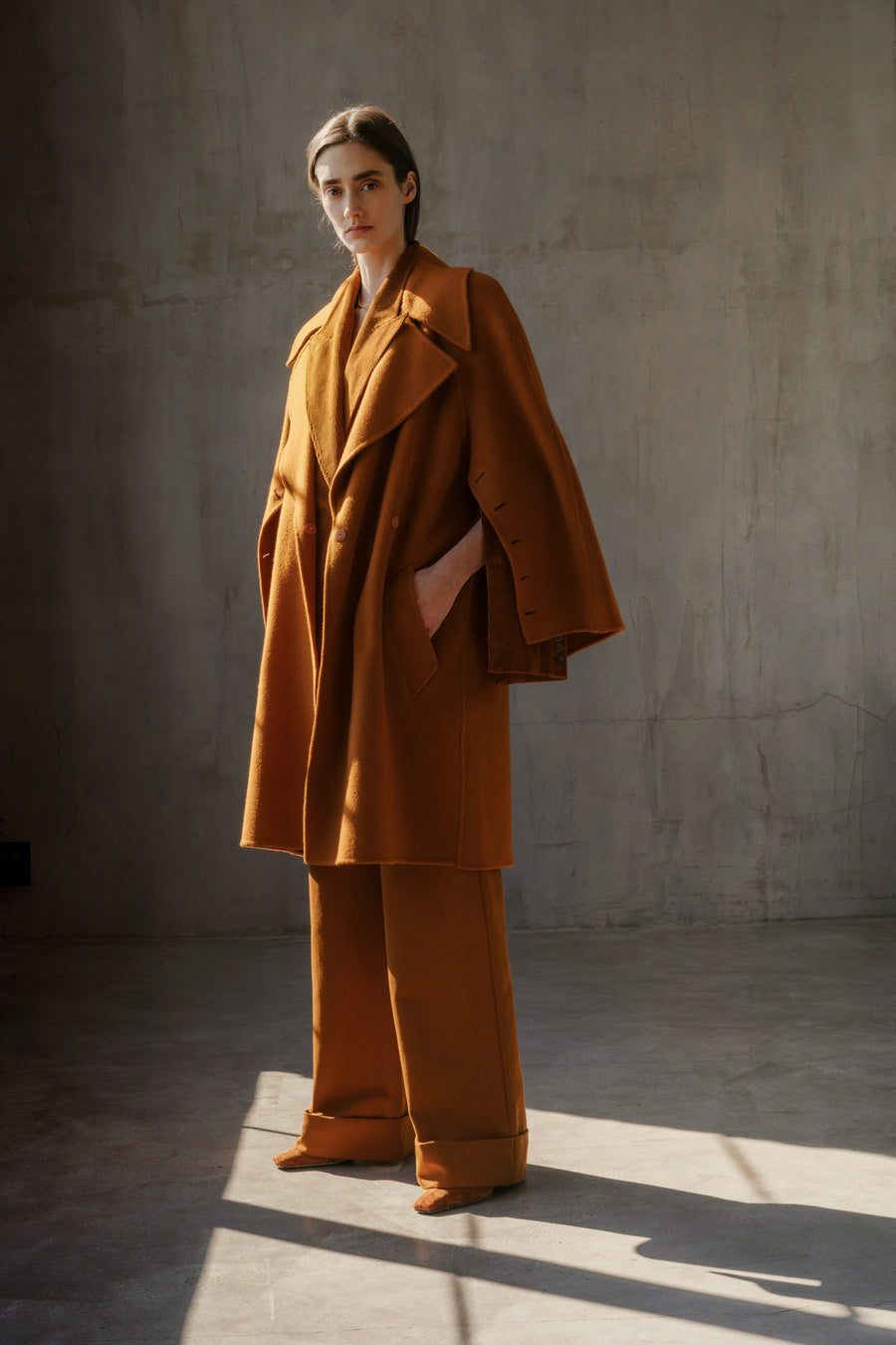 THE AGNÉS OPEN SLEEVE COAT IN SADDLE