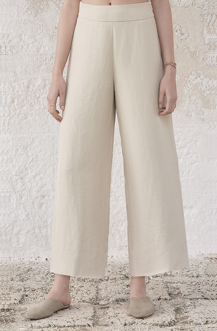 THE CROPPED GESTURE PANTS